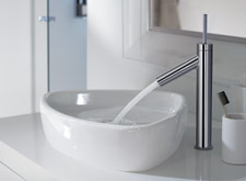 The Axor Starck single lever basin mixer 260 fits perfectly next to the shallow wash basin.
