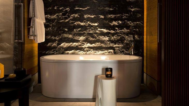 Ruwe wanden in de badkamer zijn een trend   Hansgrohe NL