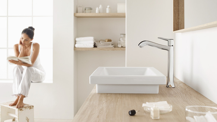 Wash basin with Metris Classic Highriser