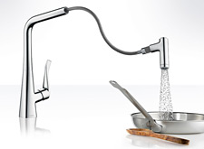 Metris kitchen faucet with handspray