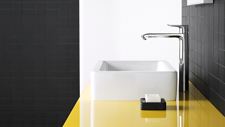 The Metris 260 Highriser Offers Outstanding Freedom In The Bathroom.