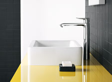 An elegant solution with counter top wash bowl and Metris Highriser 260. This is the perfect mixer for those who love their own space.
