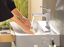 hansgrohe Metropol with water running.