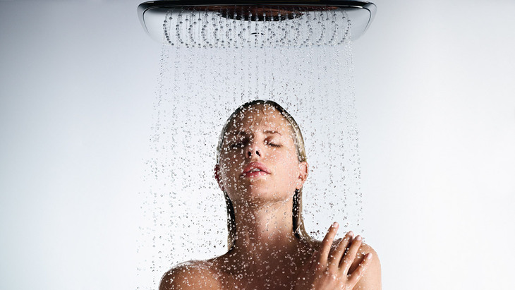 http://assets.hansgrohe.com/assets/global/hg_raindance-select-overhead-shower_showering-woman-close-up_serge-guerand_1154x650_rdax_730x411.jpg