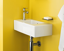 Hand basin with typically minimal projection, so the Hansgrohe Metris mixer is positioned laterally.