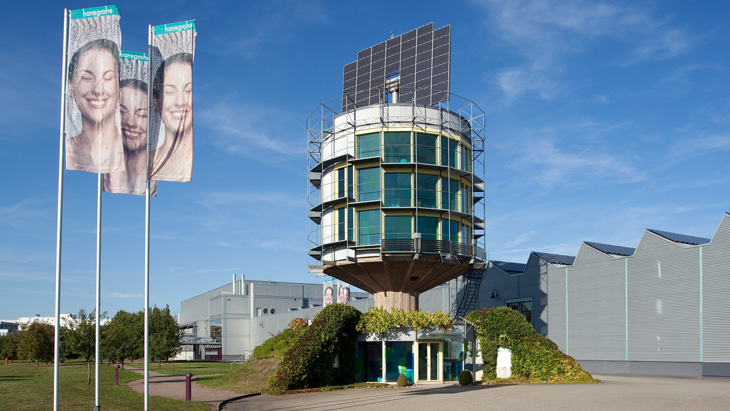 At the forefront in terms of solar power: in 1993 and 1994 the solar power plant + solar tower in Offenburg went online.