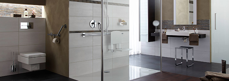 Flush-to-floor shower area in the bathroom from Hüppe