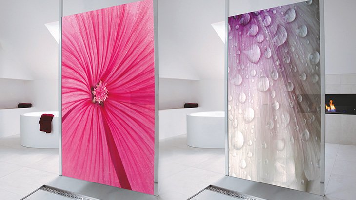 Shower enclosures made of glass and featuring images.