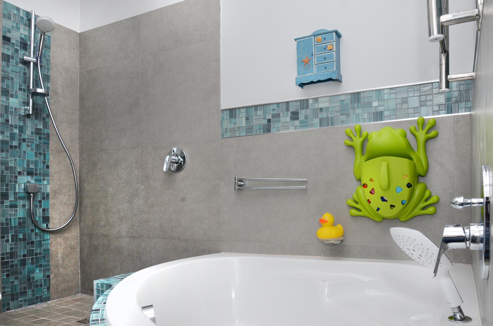 ... Childrens Bathroom With Corner Bath, Rim Mounted Hand Shower ...