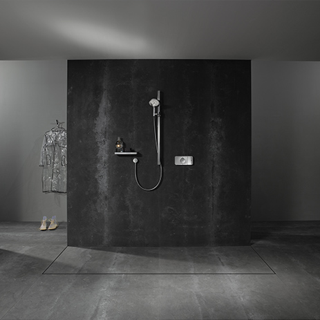 ... with Axor One, the Axor Citterio E shower set and an elegant shelf