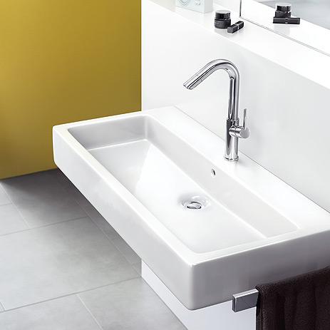 rubinetteria talis 250 su lavabo applicato al muro