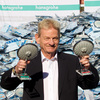 Hansgrohe CEO Siegfried Gänßlen at the destruction of pirated Raindance hand showers (counterfeit product: right). © Braxart