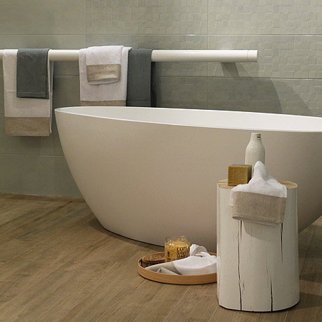 free standing bathtub with wooden log