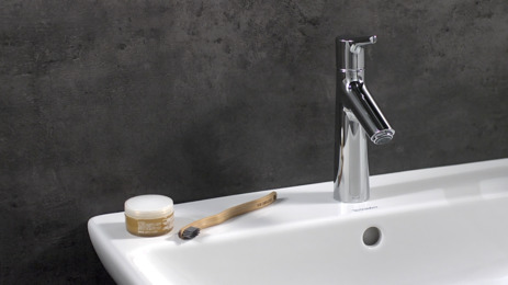 Single lever basin mixer 100 with pop-up waste
