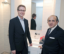 The architect of the Ronald McDonald House in Tübingen, Hadi Teherani (right), with Holger Binder, Hansgrohe.