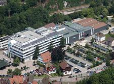 Vue extérieure de l'usine Hansgrohe à Schiltach