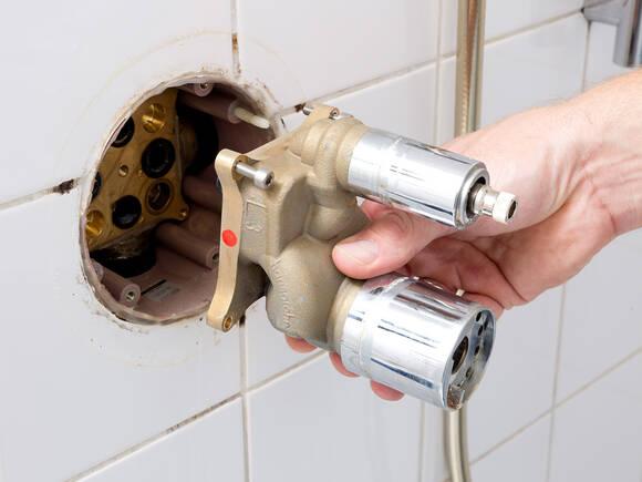 淋浴房内的暗装功能块。