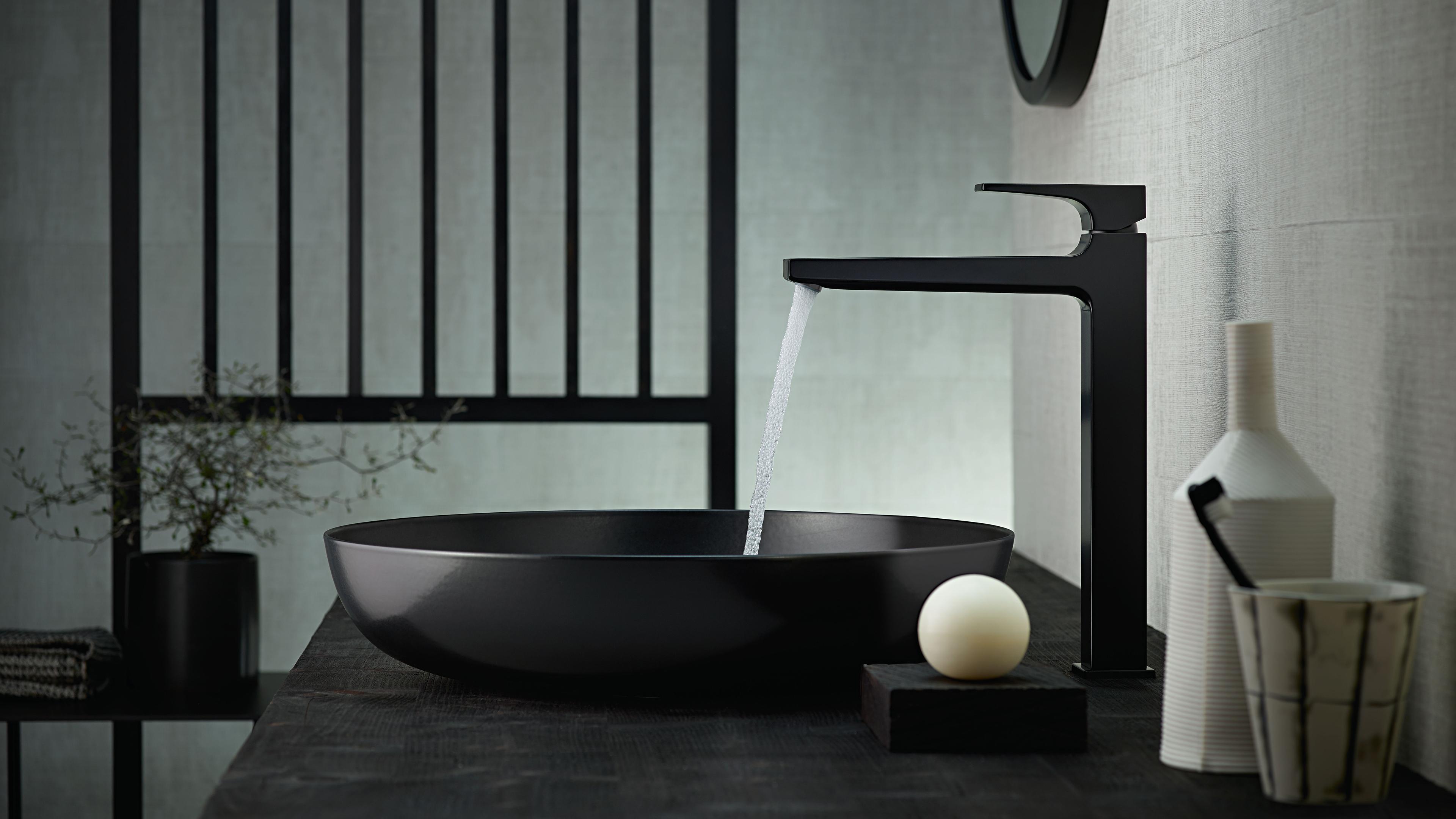 fabricant robinetterie salle de bain Mitigeur hansgrohe avec surface mate noire.