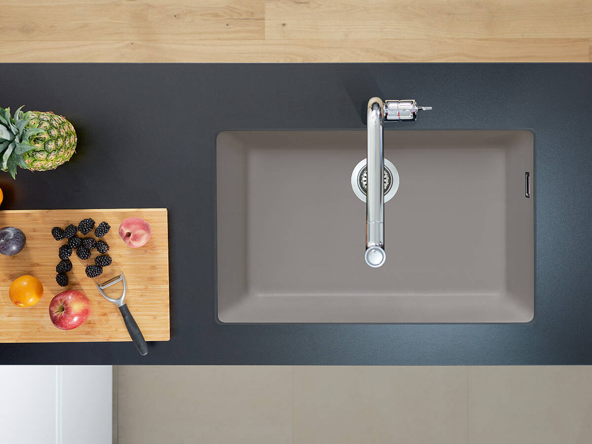 厨房内的工作场所选择——带沥水面。