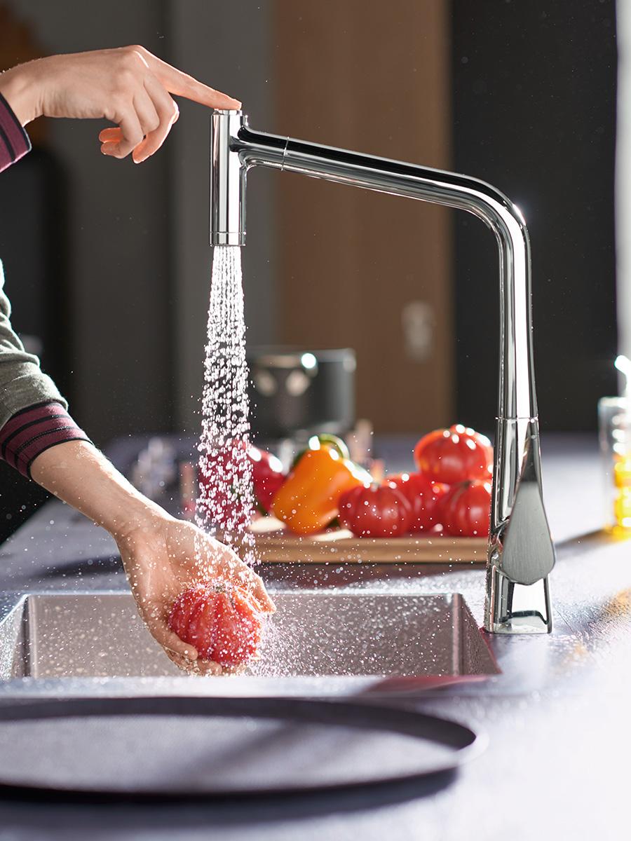 Moderner Wasserhahn Für Die Küche Mit Zwei Strahlarten.