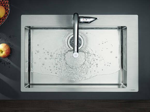 配有特宽台盆的汉斯格雅不锈钢水槽。