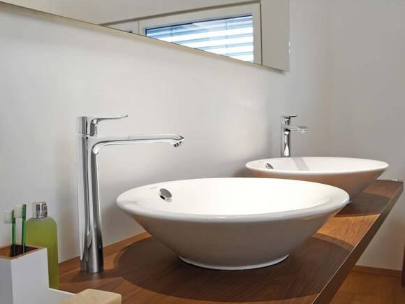 典雅龙头与圆形台上碗盆相结合。