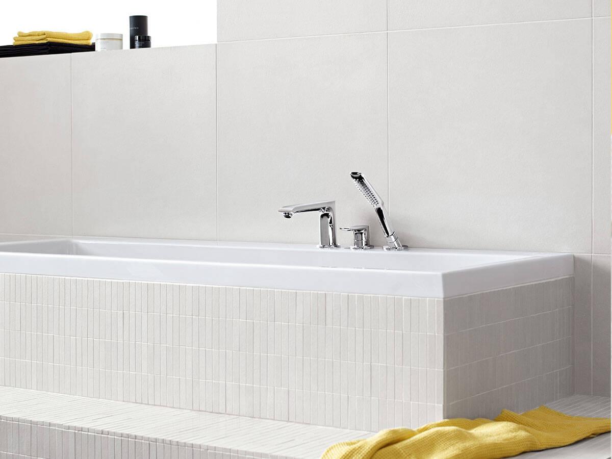 汉斯格雅最新消息:现代 3 孔浴缸龙头。