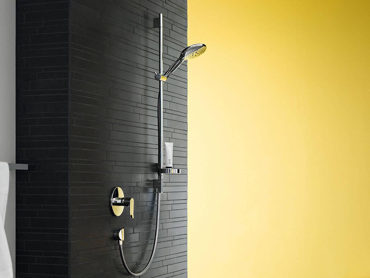 现代设计的淋浴用暗装单把手龙头。