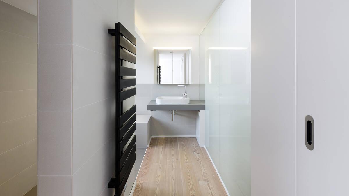 Badezimmer für Singles oder Paare - puristisches Design  hansgrohe DE