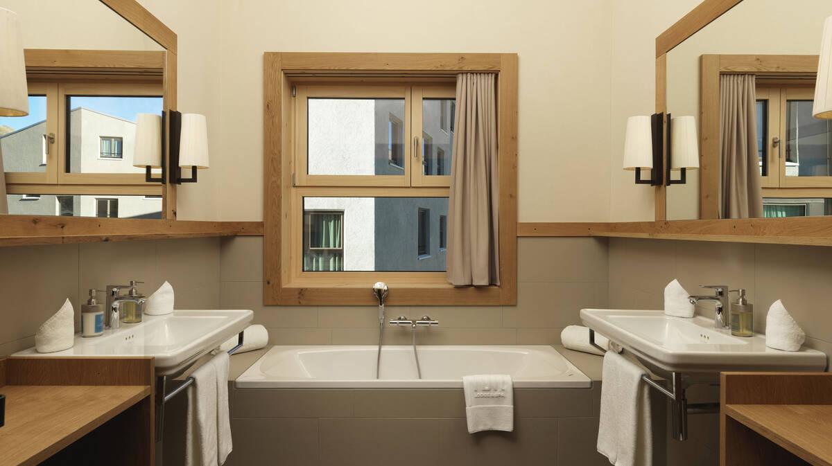 Cosy bathroom with warm wood tones