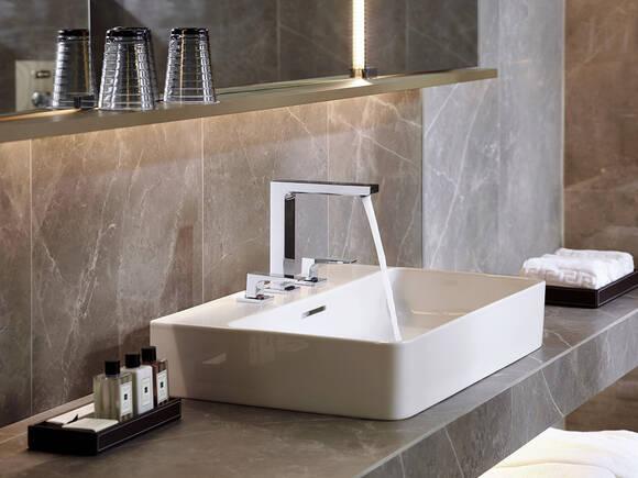 酒店浴室内的梦迪宝台盆最新消息。