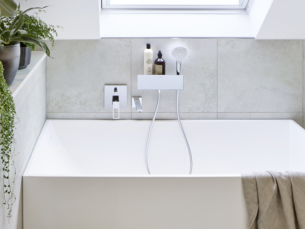 Kleines, Modernes Bad Mit Unterputzarmaturen.