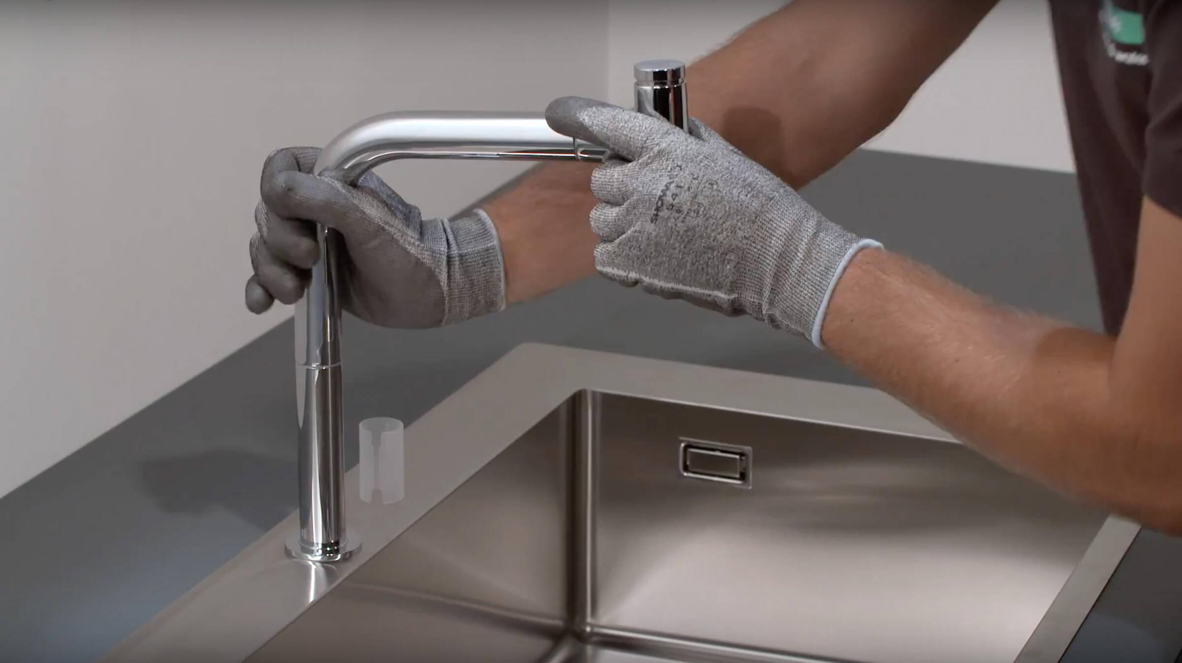 Ratgeber: Küchenspüle und Armatur einfach montieren  hansgrohe DE