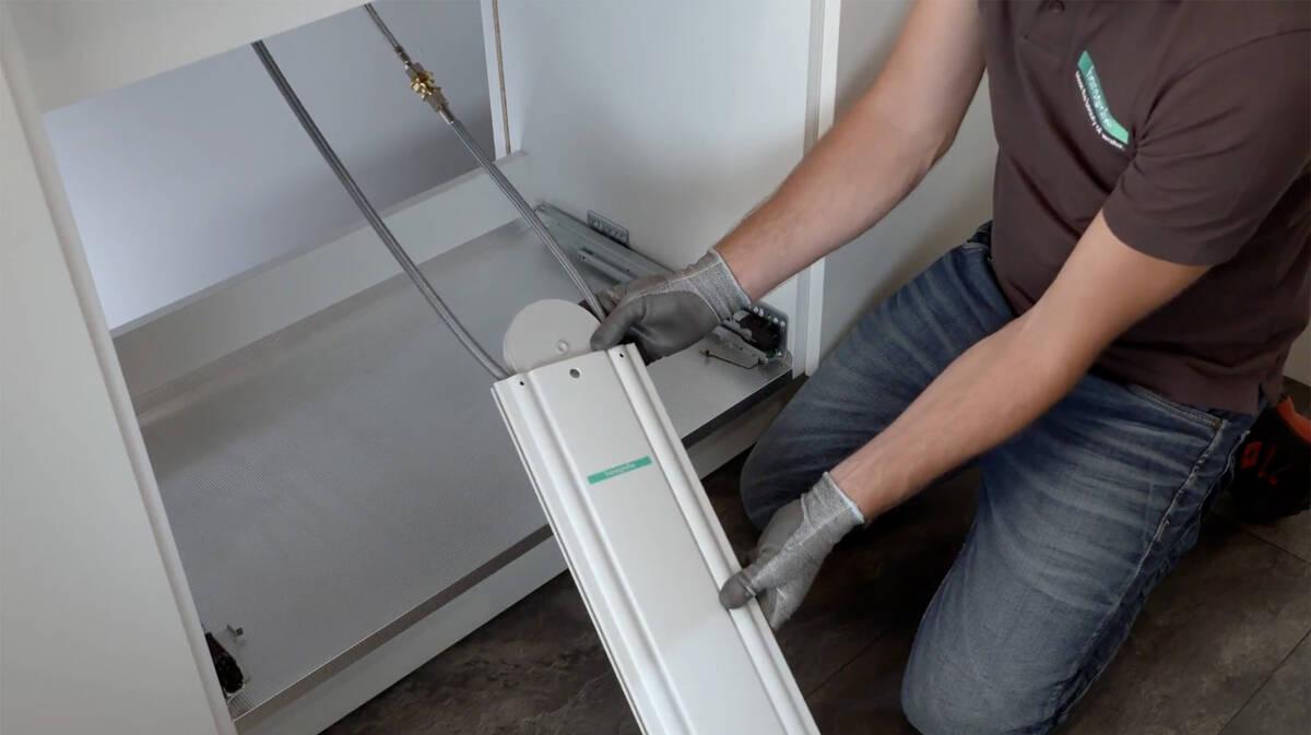 视频:安装带sBox的汉斯格雅水槽组合。