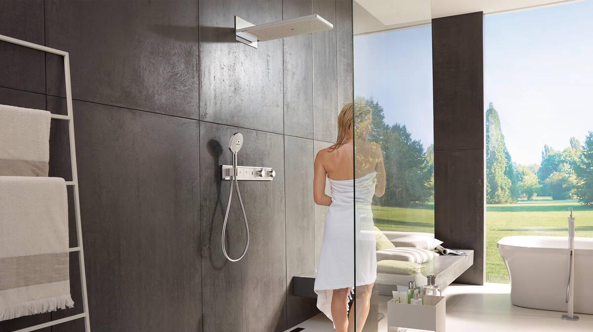 拥有宽敞淋浴空间的前卫浴室风格。
