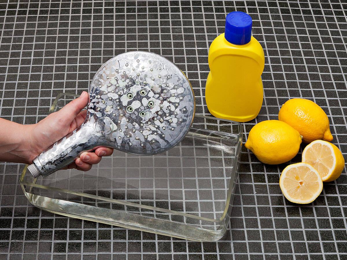 花洒头上的水垢将影响喷淋形状。