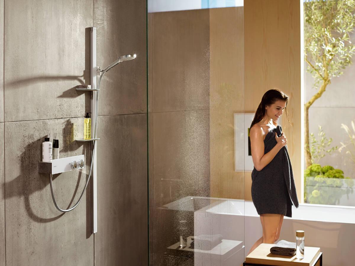 包含 ShowerTablet 的汉斯格雅明装淋浴套件。
