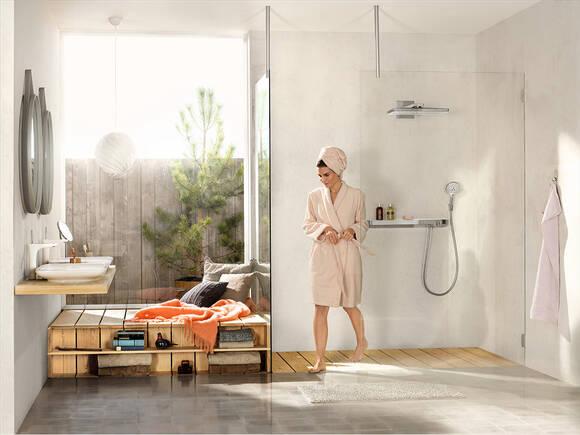 带玻璃制透明隔断的日光浴室。