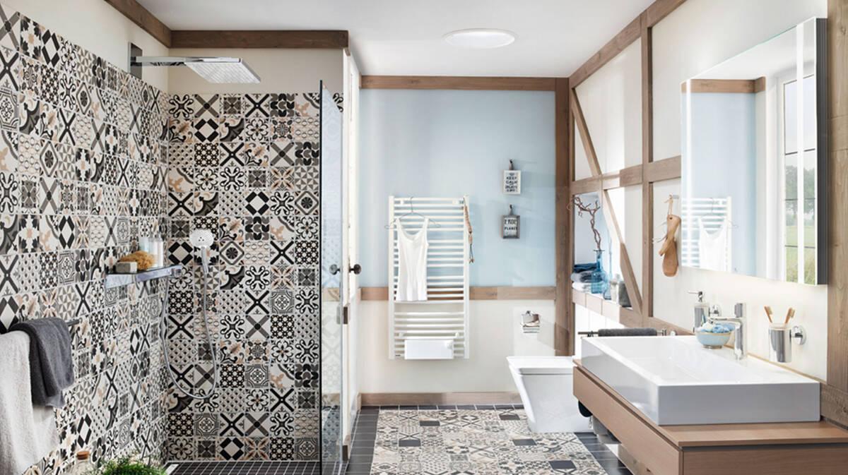 Concevoir une salle de bain orientale avec des motifs ...