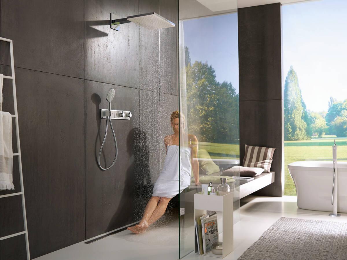 大尺寸雨淋式淋浴最新消息、手持花洒和淋浴恒温器。