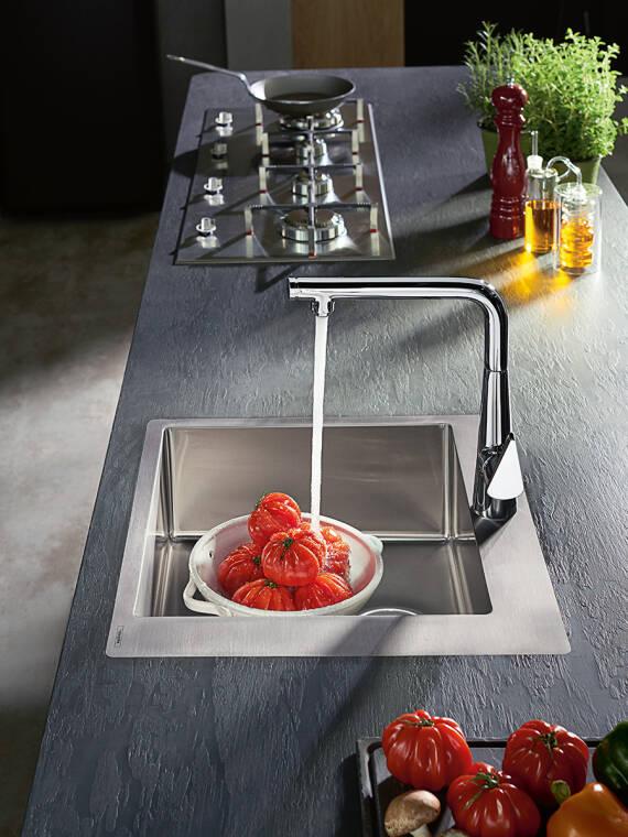 现代厨房龙头,适合生活厨房。
