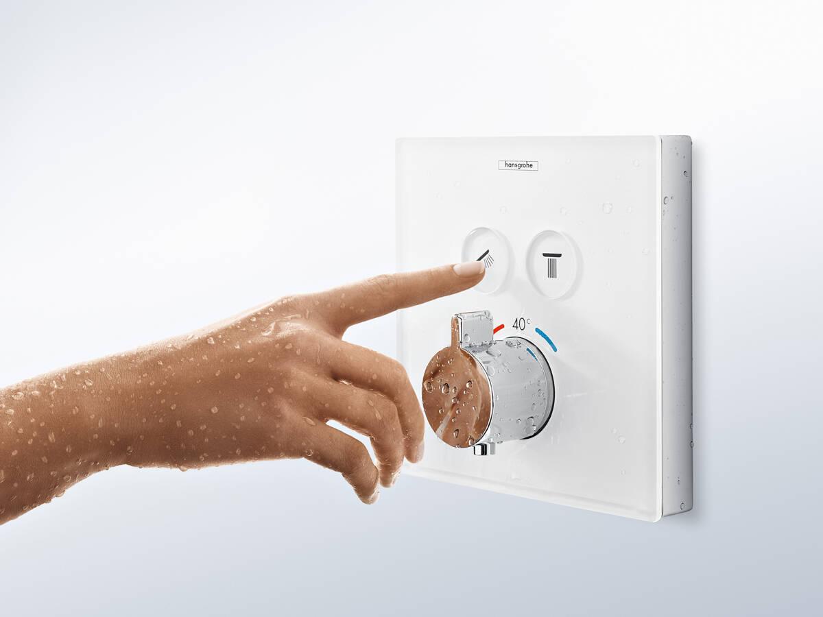 带优选按钮的设计款淋浴恒温器。