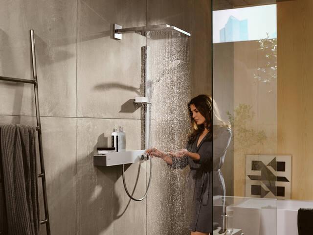 淋浴房内的恒温器龙头:ShowerTablet 600。