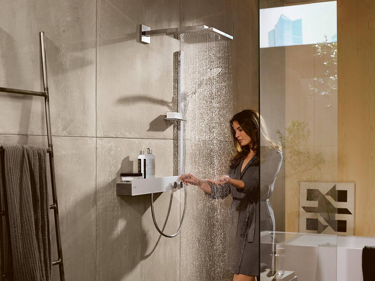 带恒温器的飞雨浴室系列淋浴系统。
