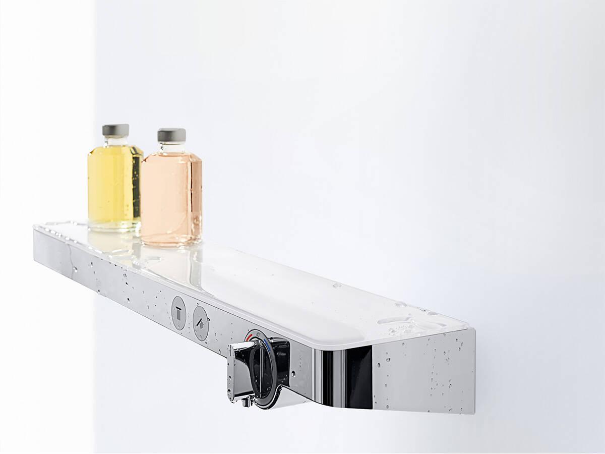 带玻璃置物架的汉斯格雅 ShowerTablet Select。