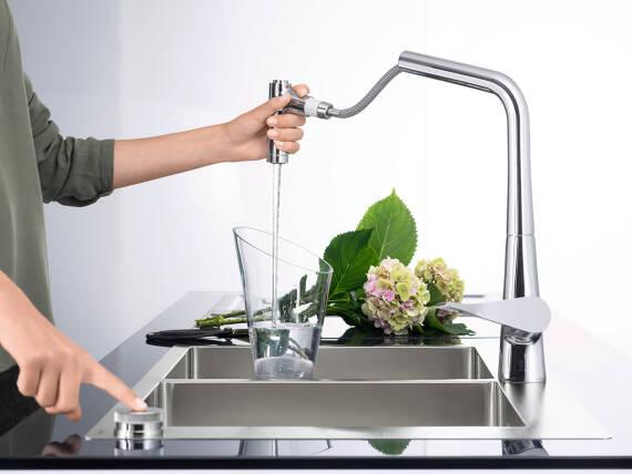 厨房水槽的人体工学设计为用户带来更大舒适。