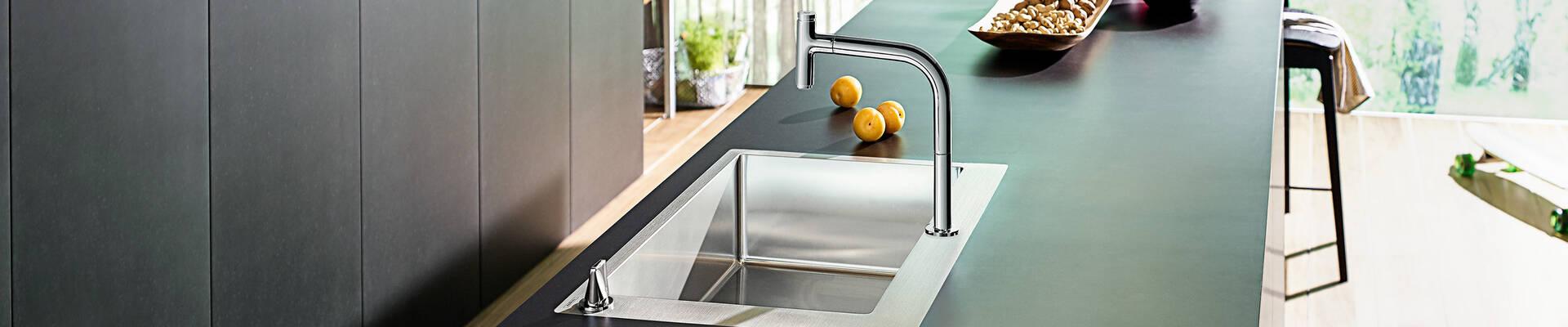 宽水槽和一键智能厨房龙头组合。
