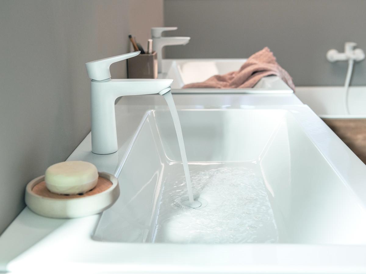 wastfel met twee amt witte kranen