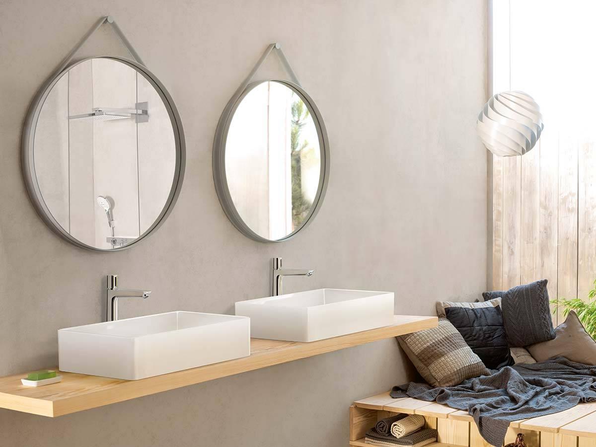 Tendenza nel bagno: cemento a vista e pareti grezze effetto cemento