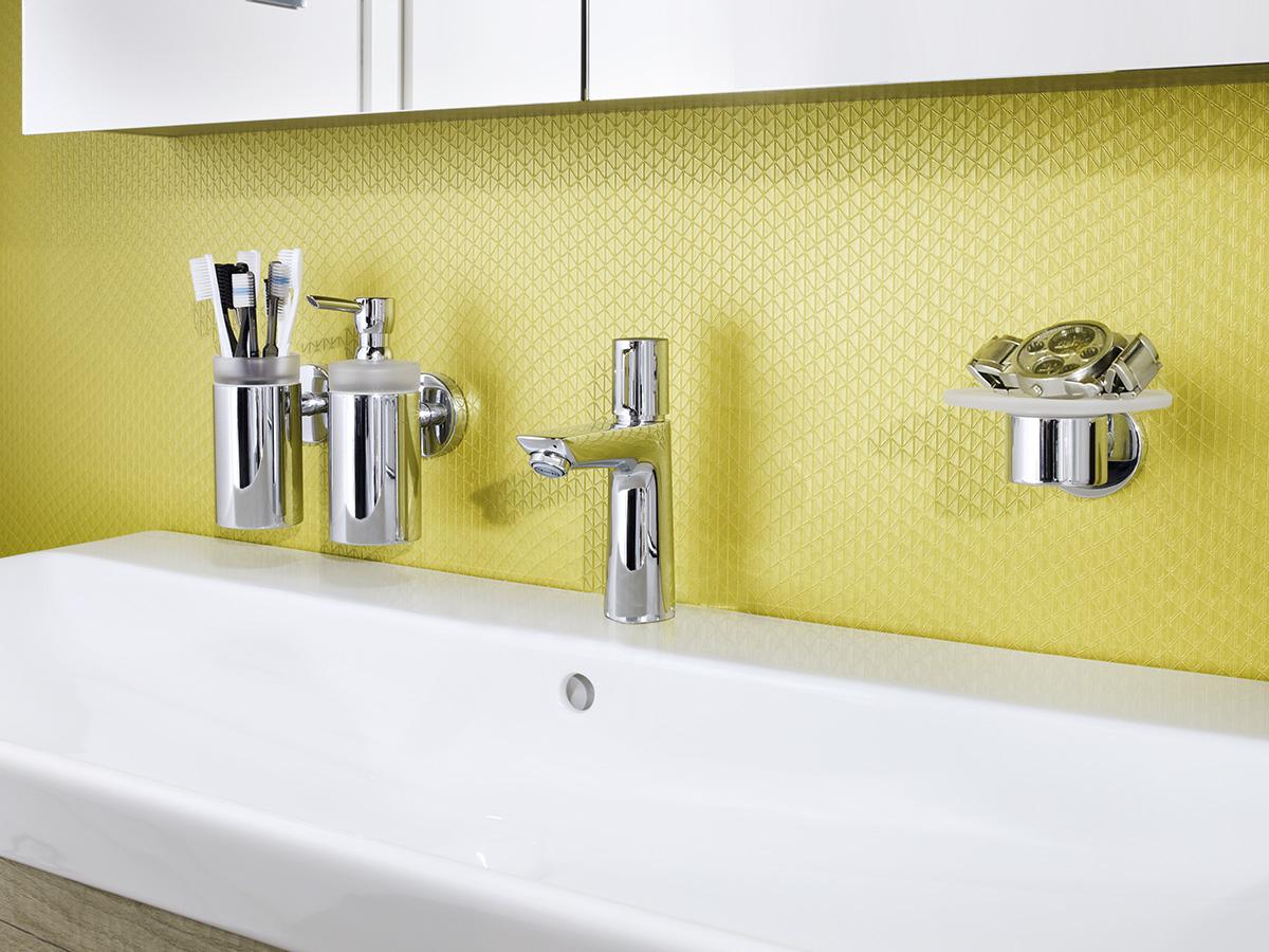 Simple Yellow Bathroom Decoration